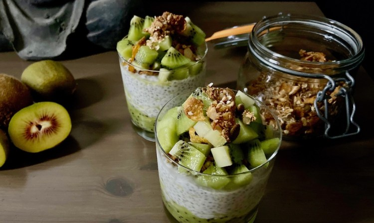 PopsicleSociety-chia pudding with kiwi_4804
