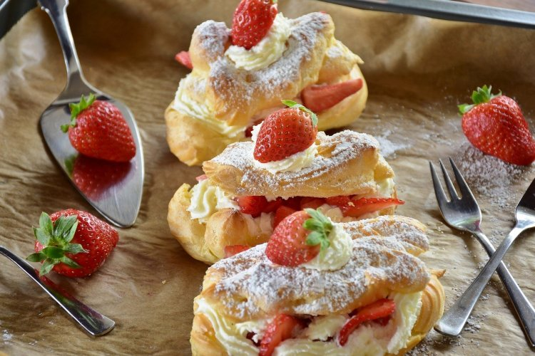 Eclair with strawberries_Popsicle Society