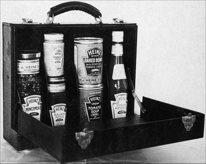 Heinz_History_Cans_Suitcase_black_and_white_LR