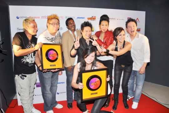 Irene Ang at the m:idea Youth Choice Awards last year. L-R: Vernon A & Justin Ang (The Muttons), Rai, J C Sum, Ris Low (kneeling), Magic Babe Ning, Jack (from Jack & Rai). Source: Urbanwire