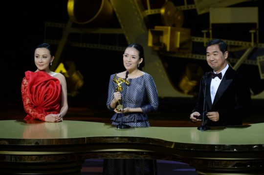 Zhang Ziyi receives her award from celeb juror Carina Lau