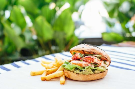 lobster-bun_tanjong-beach-club