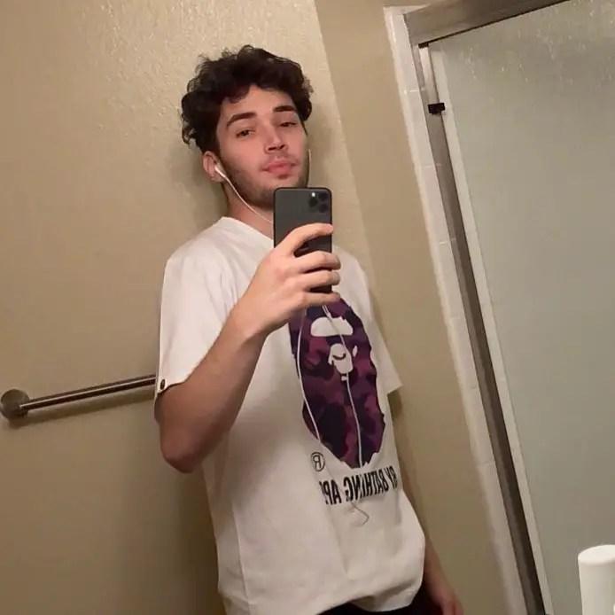 Adin Ross selfie