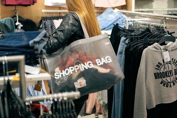 eb34b70c2bf6023ed1584d05fb1d4390e277e2c818b4124397f5c77da3e9 640 - Jewelry Shopping Tips That Make Shopping Fun