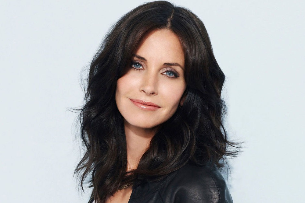 20 Sexy Celebrities You Won't Believe Are in Their 50's - Courteney Cox