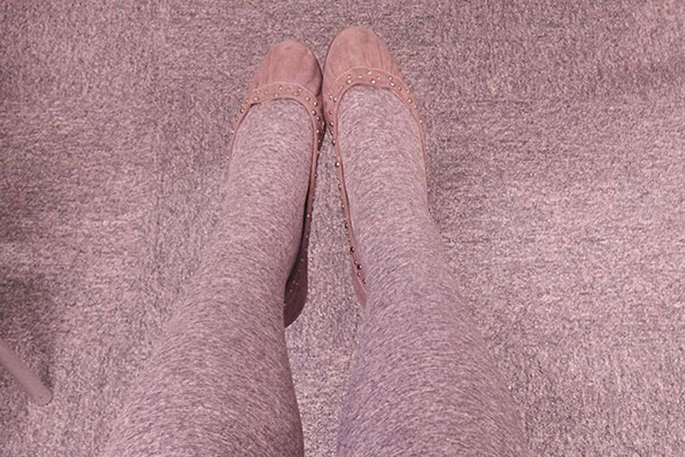 Photos of People Who Oddly Resemble Random Objects - Stocking That Look Like Floor