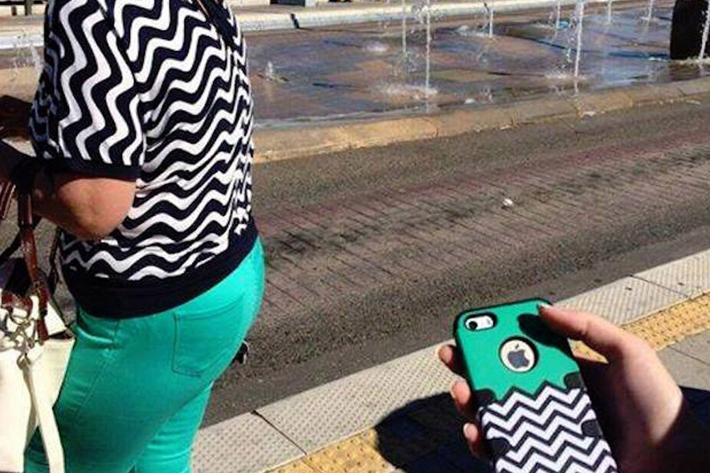 Photos of People Who Oddly Resemble Random Objects - Outfit That Looks Like Phone Cover