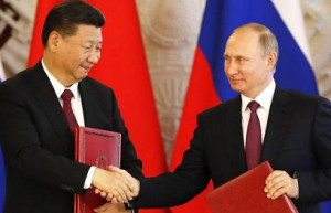 Vladimir Putin (R) and  Xi Jinping following the talks at the Kremlin, July 4, 2017. Reuters