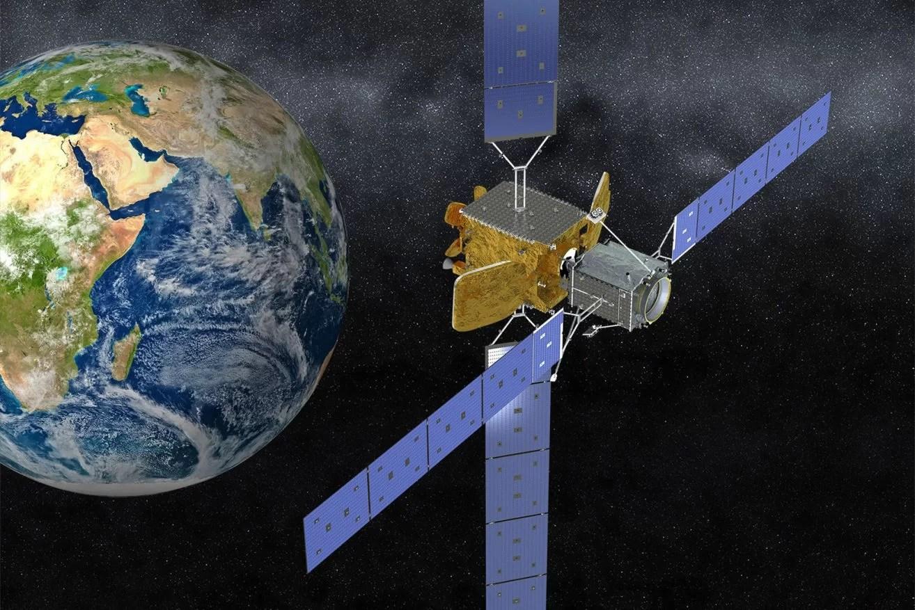 Российский спутник сожжет космический мусор