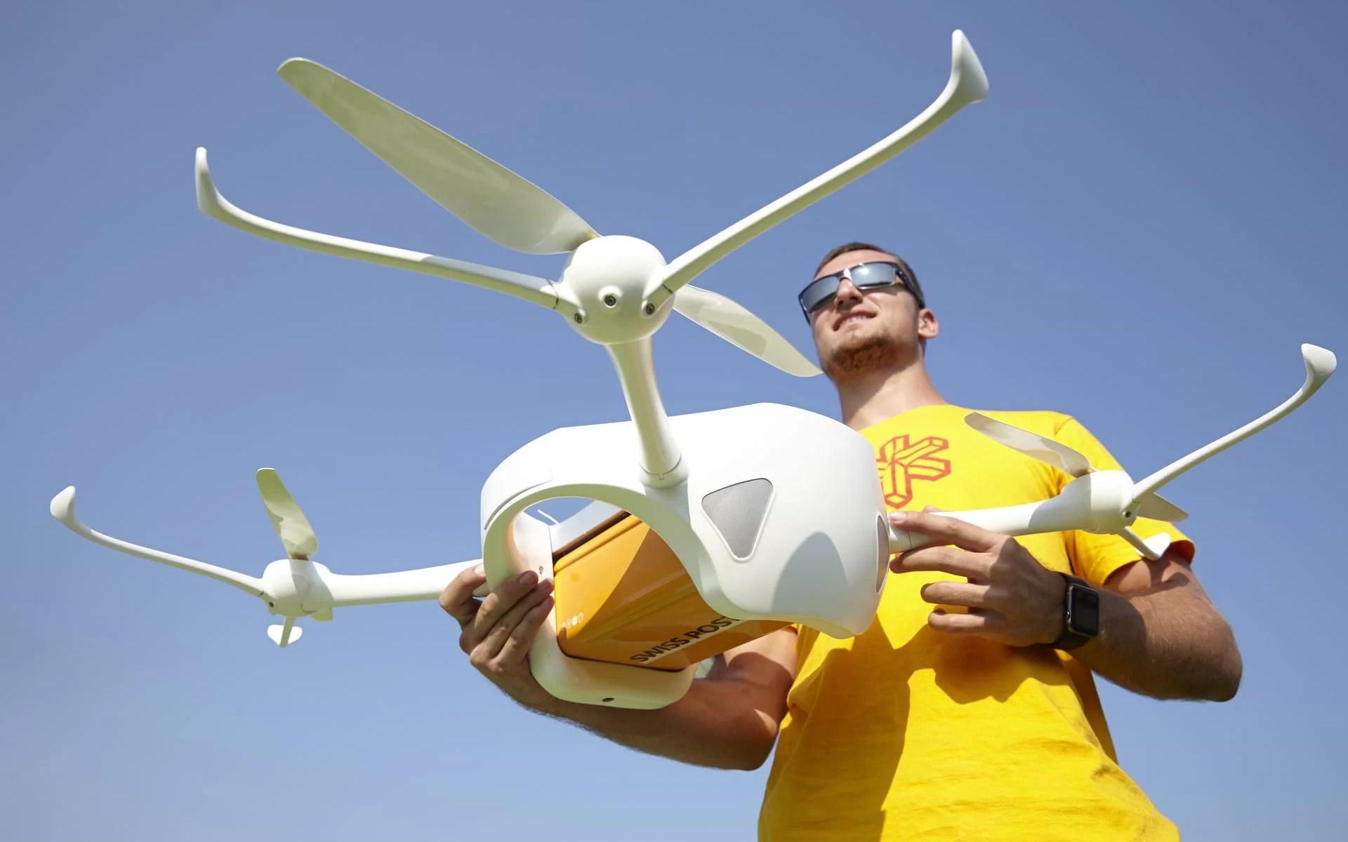 Швейцарская почта возобновила доставку писем и анализов дронами