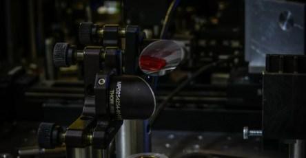 Физики проследили изменение механизмов ионизации от видимого до среднего ИК диапазона
