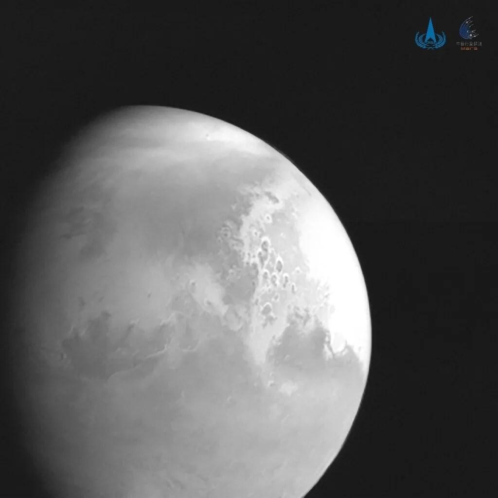 Китайский зонд снял Красную планету на видео