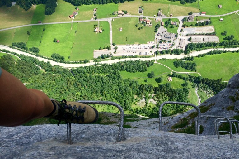 ViaFerrata_Klettersteig_Muerren_Gimmelwald_shoes
