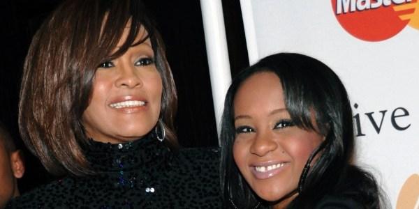 Filha de Whitney havia consumido drogas antes de desmaiar, diz revista