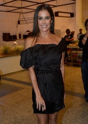 Deborah Secco leva prêmio de melhor atriz da APCA por papel de soropositiva