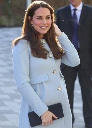 Com a gravidez na semana limite, Kate Middleton não desacelera e até dirige