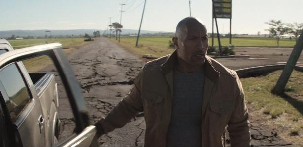 dwayne-johnson-em-cena-do-trailer-terremoto-a-falha-de-san-andreas-1418230349924_615x300