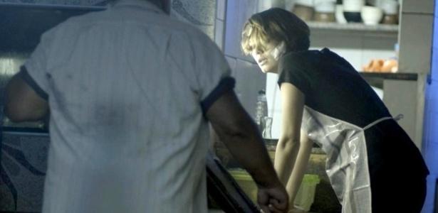 """Em """"Babilônia"""", Alice vai trabalhar com febre para provar independência"""