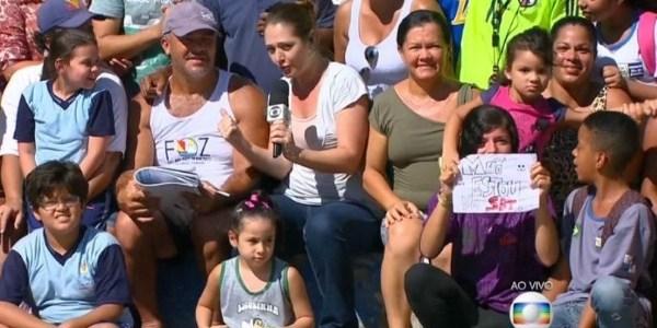 """Na Globo, garota manda recado e erra de canal: """"Mãe, estou no SBT"""""""