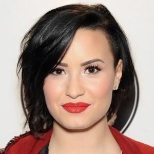 """""""Venho lutando contra o transtorno bipolar há anos"""", diz Demi Lovato"""