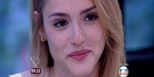 """Isabelle Drummond recebe visita romântica do namorado no """"Mais Você"""""""