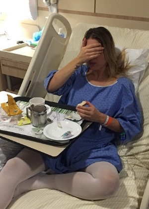 "Sheila Mello opera hérnia e marido publica foto no hospital: ""Vai me matar"""