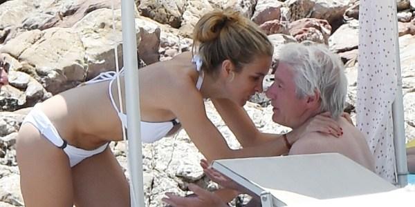 Richard Gere é fotografado com nova namorada em praia da Itália