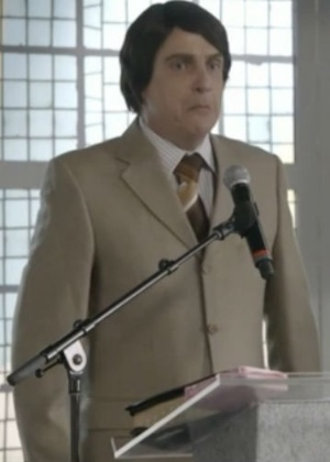 """Na Globo, """"Zorra"""" promove selinho gay e sátira com pastor"""