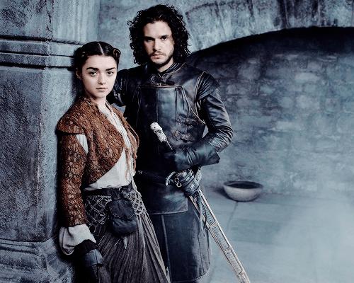 Arya-Stark-and-Jon-Snow-Season-5-arya-stark-38299600-500-400