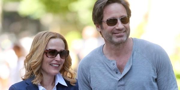 """David Duchovny e Gillian Anderson aparecem juntos em set de """"Arquivo X"""""""