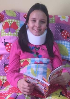 """""""Foi um susto e uns pontinhos na cabeça"""", diz Larissa Manoela após acidente"""