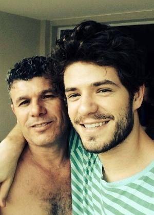 """""""Não procede"""", diz pai de Maurício Destri sobre namoro com Bruna Marquezine"""