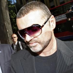 George Michael dá entrada em clínica de reabilitação na Suiça