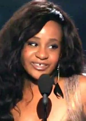 Autópsia inicial não desvenda causa da morte de filha de Whitney Houston