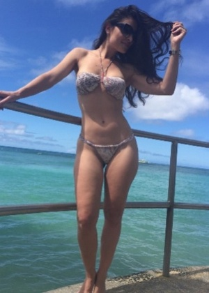Atriz Franciely Freduzesky cria perfil no Instagram para fãs loucos por pés
