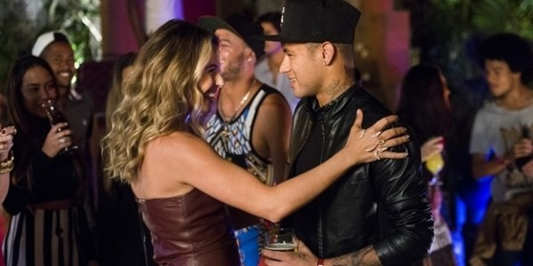 """Em """"A Regra do Jogo"""", Atena finge ser rica e se aproxima do jogador Neymar"""