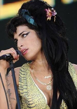 """""""Amy Winehouse pensava que estava grávida"""", diz pai da cantora"""