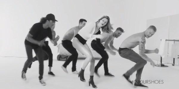 Gisele Bündchen dança com homens descamisados em campanha publicitária