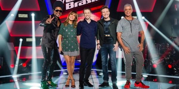 """Sexismo? Bajulação? Veja diferenças entre o """"The Voice"""" nos EUA e no Brasil"""
