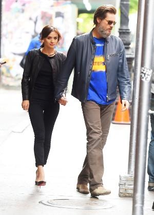 Jim Carrey chega à Irlanda para enterro da ex-namorada, diz jornal