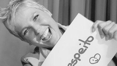 """Foto de """"Respeito e gratidão…"""" pede Xuxa a fã sobre opinião de Silvio Santos"""