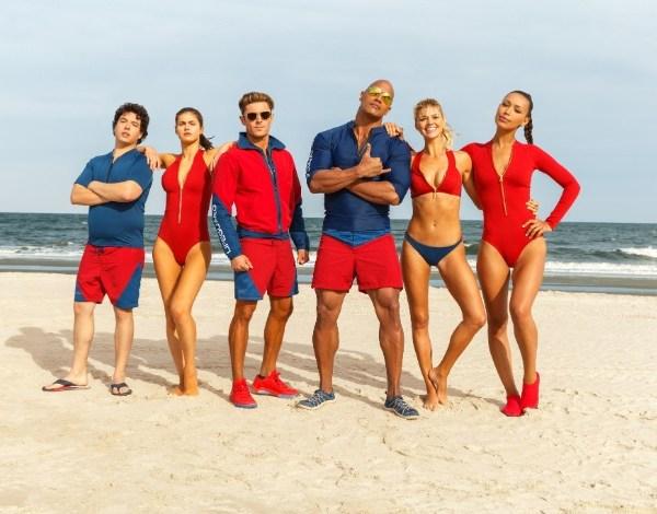 """Zac Efron vira salva-vidas ao lado de atores na primeira foto de """"Baywatch"""""""
