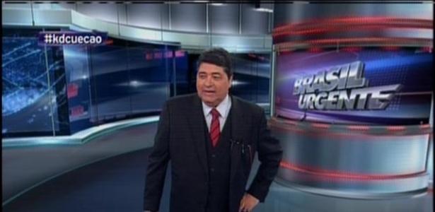 10jul2014-datena-cumpriu-a-promessa-e-apareceu-vestindo-cueca-no-brasil-urgente-desta-quinta-o-apresentador-havia-concordado-em-apresentar-o-programa-de-cueca-caso-o-brasil-1405024416609_615x300