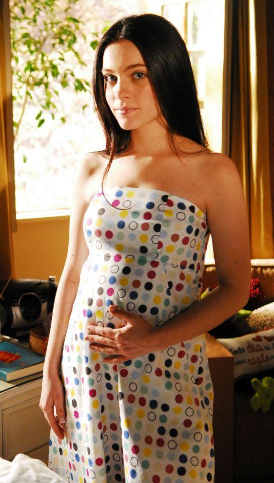 """Como a romântica Natália de """"Três Irmãs"""" (2008), ela viveu a experiência de ficar grávida na ficção (João Miguel Jr./Globo)"""