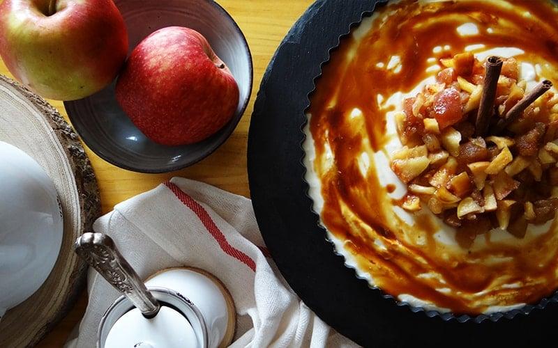 Tarta sin horno de manzana caramelizada