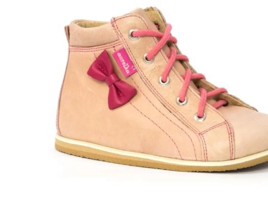 Jak wybrać odpowiednie obuwie dziecięce?