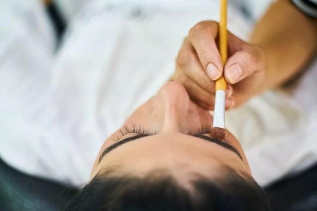 Henna brwi u kosmetyczki czy w domu? Wszystko o brwiach