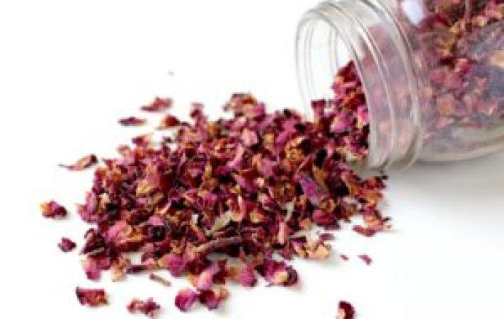 Zapach róż w mieszkaniu - zrób domowy odświeżacz powietrza