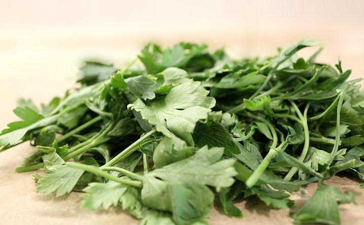 Jak suszyć zieloną pietruszkę i koperek