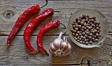 Pikantne przyprawy - pieprz i papryczka chili - wspomagają odchudzanie i przedłużają życie